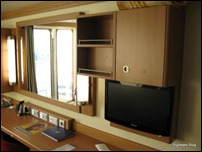 Stateroom: Desk area and TV
